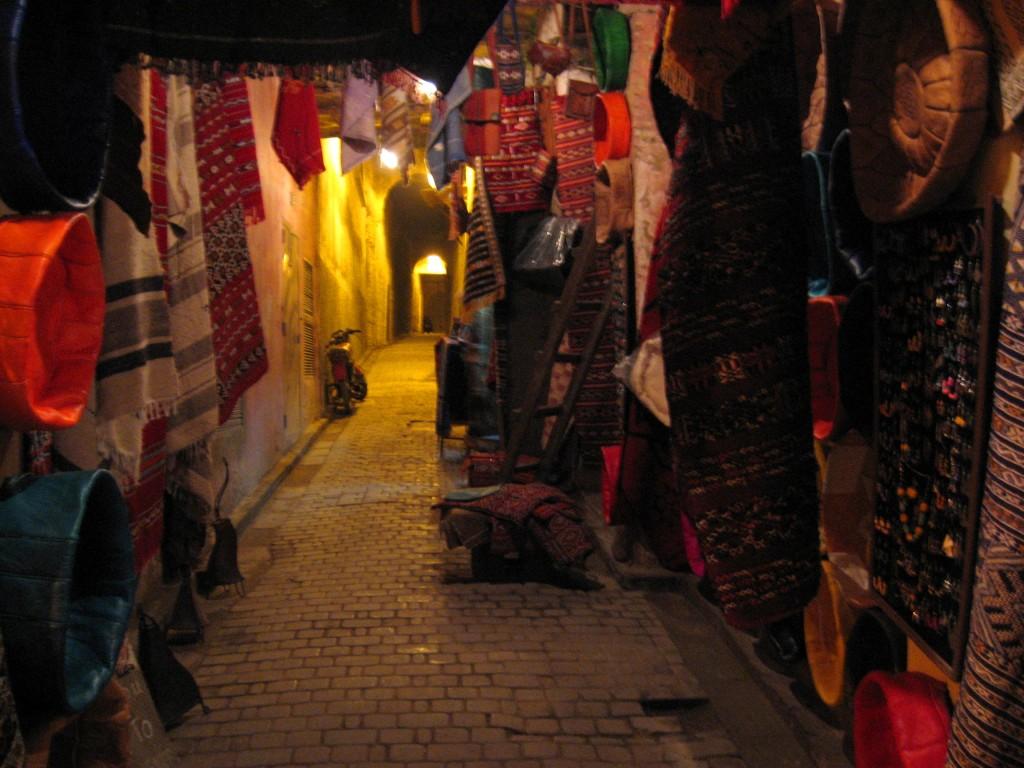 moto in an alley